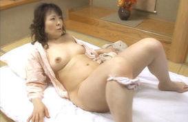 Hitomi Kurosaki Mature Asian lady is a babe