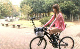 Ryo Tsujimoto Asian girl has a orgasm on her bike