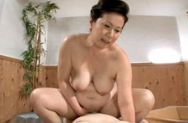 Sultry Mature Babe Chizuru Iwasaki Rides A Young Dick