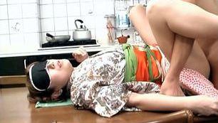 Japanese housewife hardcore action!