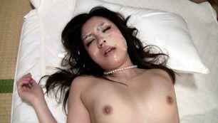 Aoi Natsumi fucked as a hot slave