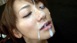 Pretty Asian Saki Kouzai gives amazing handjob
