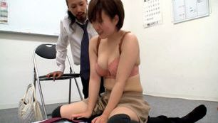 Naughty MILF sucks a guy off while she´s vibrated