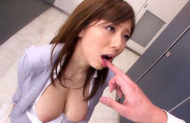 Yuma Asami proves why she is the queen of sloppy blowjobs